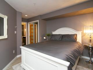 Recently Renovated, Village Location, Sleeps 6, Whistler