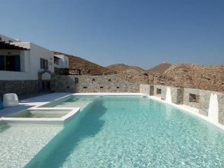 Villa Anatuzi- Luxury Villa With a Private  Pool, Naoussa
