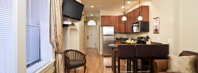 Sweet Heart of Newbury Back Bay 2 Bedroom suite, Boston