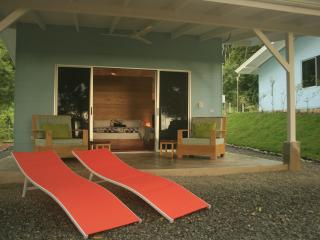 Romantic Getaway - with Pool & Ocean View, Dominical