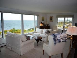 Popples Cove House: Direct waterfornt and only 1 mile to the beach with A/C, Rockport