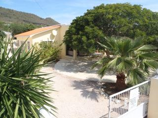 Ideal holiday house with pool and private garden, Lagun