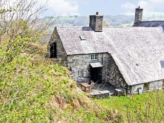 LITTLE BENAR, pet-friendly, character holiday cottage with a garden, near Penmachno, Ref. 918079
