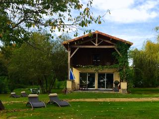 The Lake Cottage in Gascony - LaTourGites, Creon-d'Armagnac