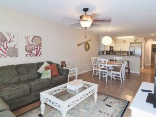 Pools-5 Minutes to Beach-WiFi-Golf-A/C-Comfy Beds, Pawleys Island