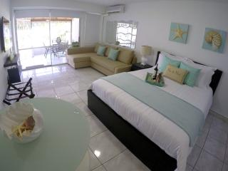 *New* Cabana Pool & Beach Front!!!, Isla Verde