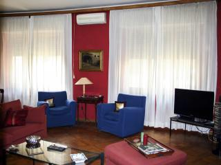 Fashionable apartment located in city centre, Napels