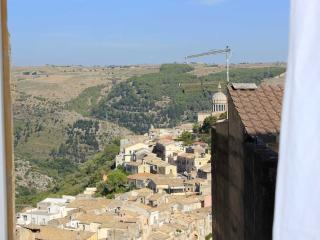 Empedocle, apartment in Ragusa Ibla for 2 people
