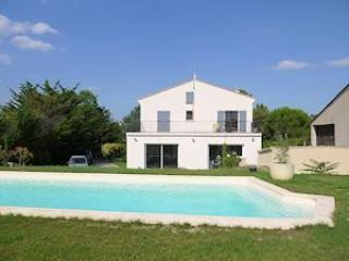 Montagnac private holiday rentals France with poo