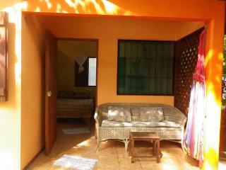 Cozy little cabin + 2 bikes just 300m to the beach, Cahuita