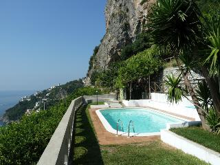 Ibsen with private pool and sea view, Amalfi