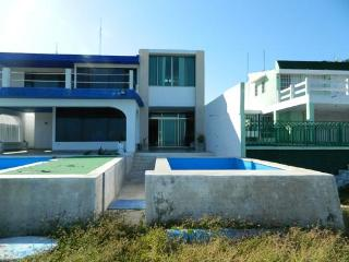 House Gr. Beautiful Beachfront House With Pool In The Village Of Progress    Casa Gr. Preciosa Casa Frente Al Mar Con Piscina En El Pueblo De Progreso