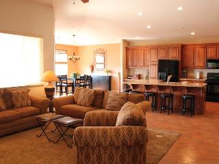 First-Class 4 Bedroom Condo in Newest Building at Las Palmas - 2 Master Suites, St. George