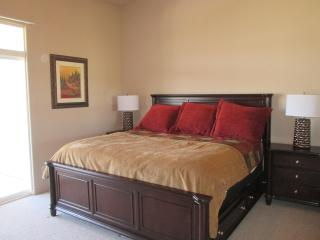 Sunny Paradise - Condo with a View; All Brand New Furnishings!, St. George