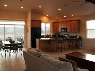 Pure Relaxation - High-Quality 2 Bedroom Las Palmas Condo with Vaulted Ceiling, St. George