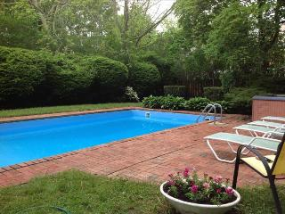 4 Bedroom Best Location! Southampton walk to Town to the Beach w POOL! No car needed!, Hamptons