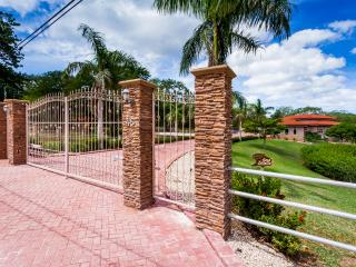 VERY PRIVATE LUXURY HOME NEAR BEACH, Cartago