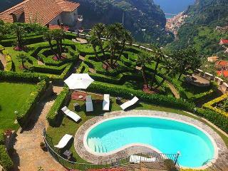 Villa Il Gabbiano with pool and sea view, Ravello