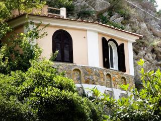 Le Rose 9 with terrace, pool & parking, Ravello