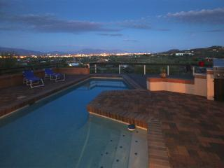 View the Tucson Valley, Luxury vacation feel