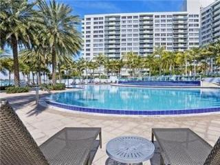 Ocean Tide Three story townhouse two bedrooms (uni, Miami