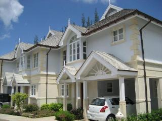 3 bedroom Sandy Lane home with swimming pool, dining area and spacious bedrooms, Sunset Crest