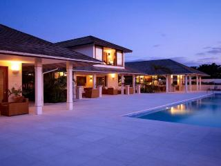Luxury St. James villa right on the beach so it has amazing views from every room. Large pool and lounge area., The Garden