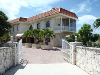 Gold Point, Spectacular Rooftop Deck And Pool! 4BR, Marathon
