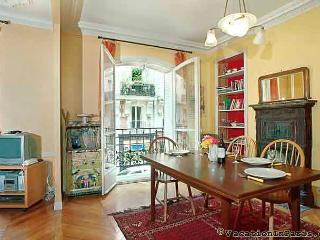 Montmartre Chic One Bedroom, Paris