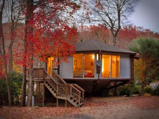 Tree House Cottage - Perfect Mountain Retreat!, Burnsville