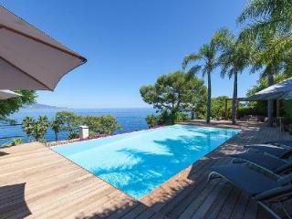 Ultra-Modern Waterfront Villa Lola with Pool, Terrace, Garden & Private Chef, Roquebrune-Cap-Martin