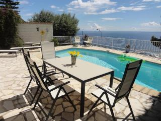 Riviera villa in Beaulieu-sur-Mer with a view !
