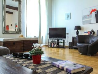 Charming Vieux Nice holiday apartment in historic