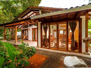 Charming beach cottage- private patio, shared pool, BBQ, across from beach, Tamarindo