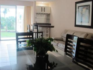 3011 Beautiful beach apartment for rent., Cancún