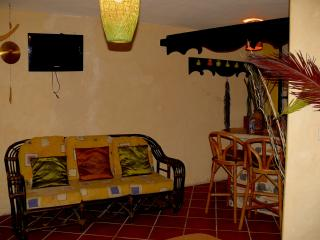Efficiency 10m walking distance to central square, Antigua
