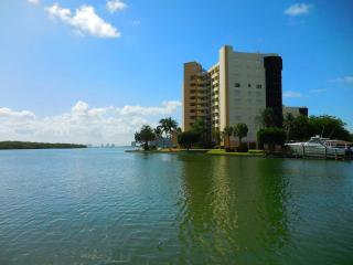 Secluded Waterfront Condo Fort Myers Beach