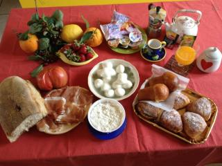 CHARMING HOUSE AND BEST LOCAL FOOD, Frattamaggiore