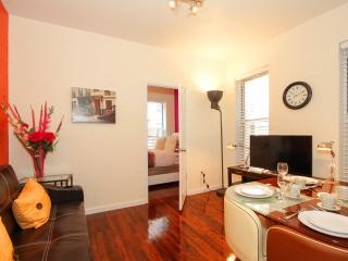Charming Luxury 2 Bedroom 13 Min to Times Square, New York