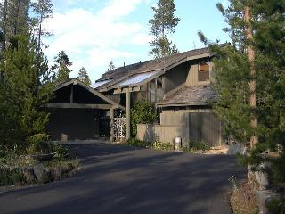 Lodge Pole 9 Located at Sunriver's quiet and tranquil south end.