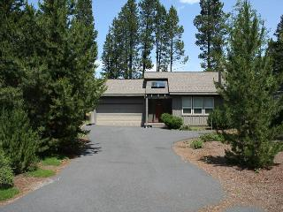 Ollalie 9 Luxurious get a way on Sunriver's north end.