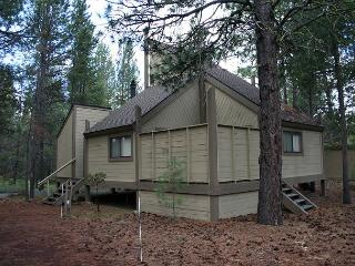 Pole House 99  Affordable lodging and not far from Sharc and the golf course!, Sunriver