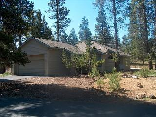 Poplar 32 You will love the fireplace at this home and the nice decor., Sunriver
