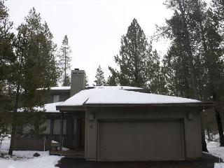 Sparks 9 Two living spaces & fireplaces with this centrally located home., Sunriver