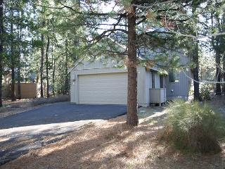 Tamarack 11 Nestled in the pines, warm and welcoming home., Sunriver