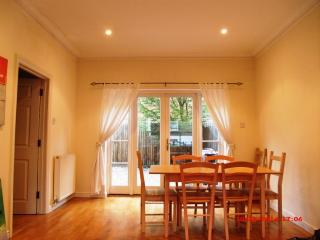 4 Bedroom central London house, 2 min from tube.