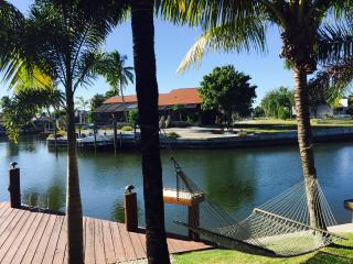 WATERFRONT 3BR/2BA ENTERTAINERS PARADISE, Isla Marco