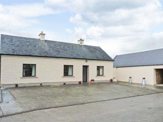 PEG'S COTTAGE, rural location, traditional decor, ground floor cottage near Ballyhahill, Ref. 917648, Foynes