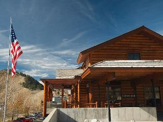 Jackson Hole! Perfect Location-Ski-Relax-Enjoy-Repeat! Free WiFi...