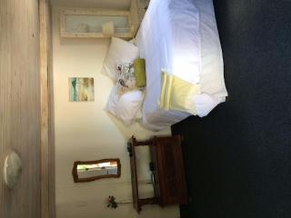 Sunny, cozy flatlet, two minute walk to the beach in Kommetjie, Cape Town Central